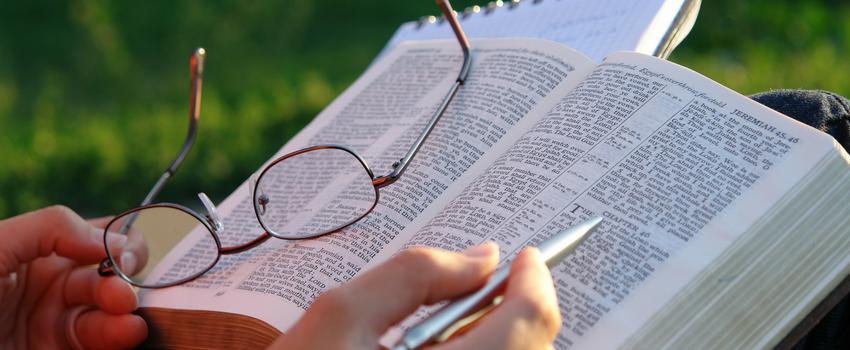 Saiba como se planejar para estudar a Bíblia